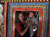 <p>Nepál - šťastná maminka</p>