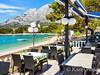 Apartmány Lila II - oblázková pláž a restaurace v blízkosti domu, Promajna, Makarská riviéra, Chorvatsko