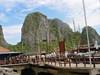 Ha Long Bay, přístav u jeskyň