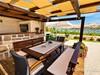 Apartmány Borka - letní kuchyně s grilem a posezením u domu, město Pag, ostrov Pag, Chorvatsko