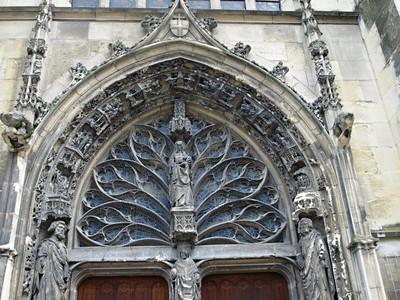 Champagne, Unesco, víno, katedrály a středověká slavnost Médievales 2020
