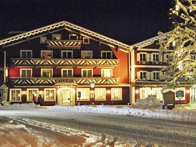 Dachstein West - hotel Der Abtenauer, poblíž lyžařského vleku...