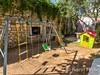 Apartmány Pag 11 - dětské houpačky u domu, město Pag, ostrov Pag, Chorvatsko