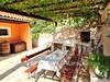 Apartmány Agava - gril s posezením na společné terase, jižní zátoky, ostrov Hvar, Chorvatsko