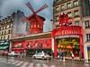 Slavný Moulin Rouge, který je symbolem hříšnosti Paříže