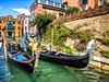 Pavučinou kanálů můžete proplout na gondole, za kterou se vyplatí smlouvat