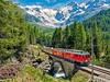 Bernina Express nabízí jeden z nejkrásnějších přejezdů Alp. Trať vede z italského Tirana až do města Chur